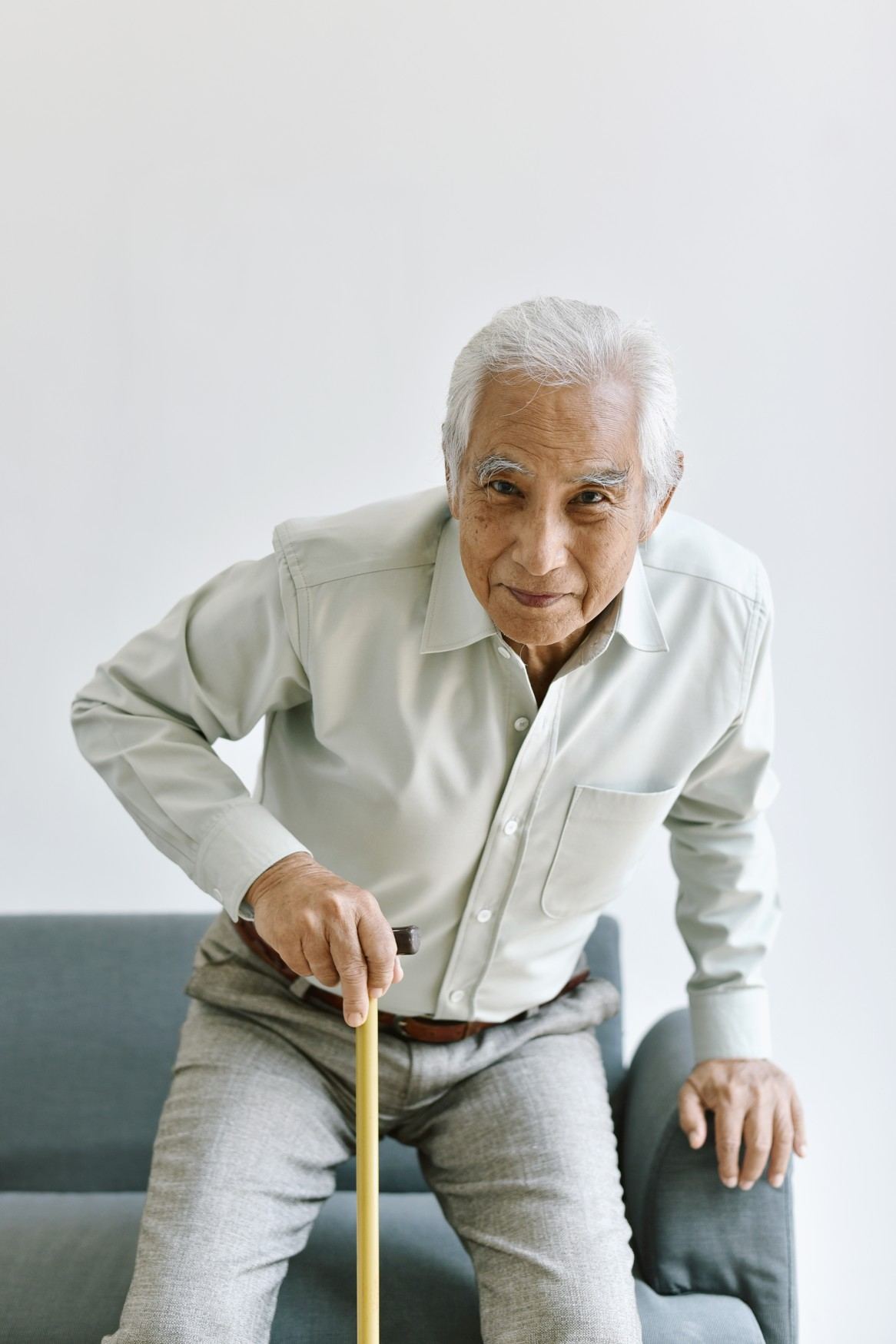 disable-and-injury-senior-asian-man-try-to-stand-up-with-walking-cane-knee-pain-and-joint-disease-in_t20_znGp7a
